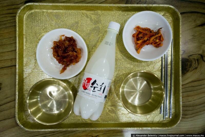 В ботинках, с лапшой и книгой: как пройдет ночевка в корейской бане