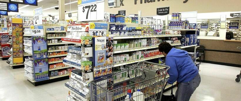 Реклама даже в аптеках