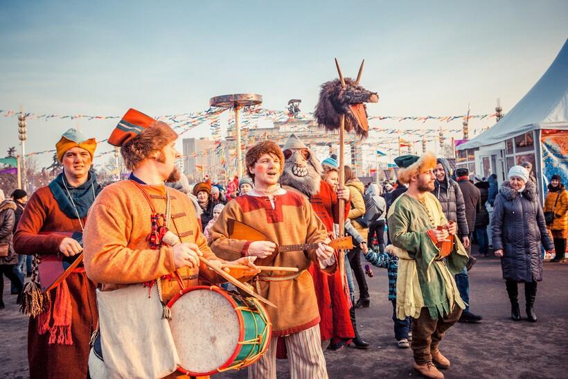Праздничные шествия на Масленицу