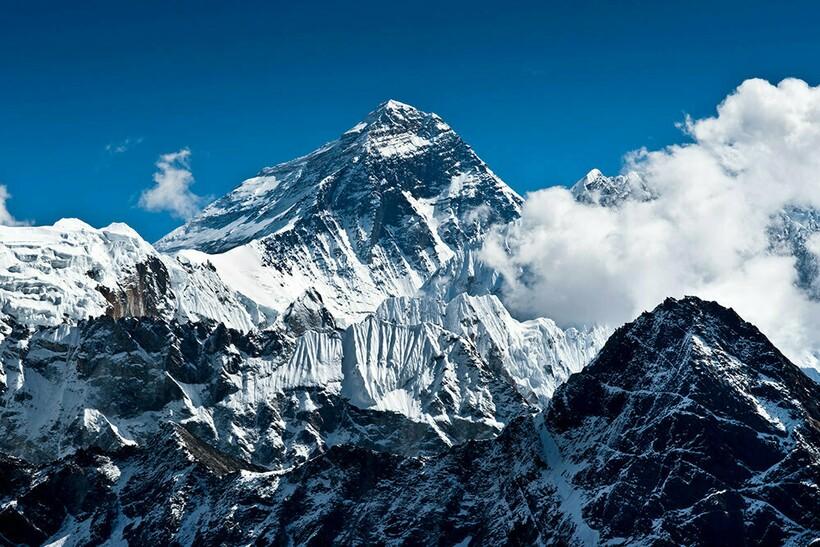 Гора Джомолунгма, Эверест
