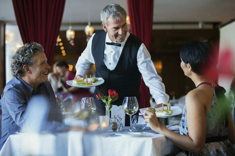 Блюда, наряды и деньги: 3 темы, которые не принято обсуждать в разных странах мира
