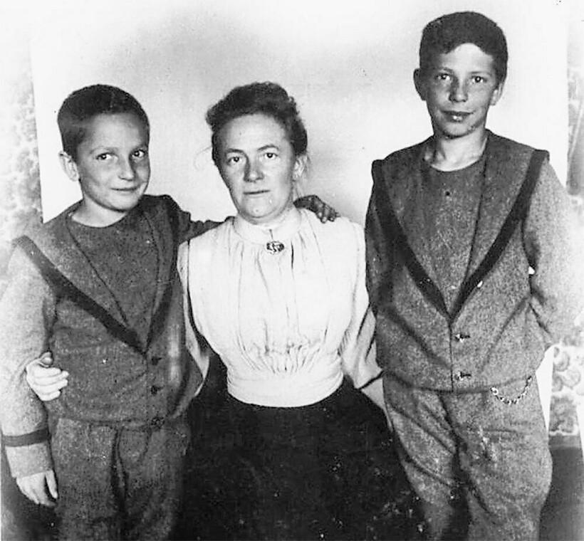 Клара Цеткин с сыновьями