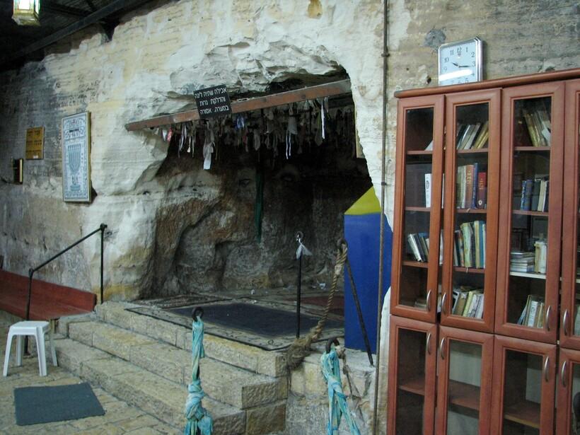 Вход в пещеру Ильи-пророка