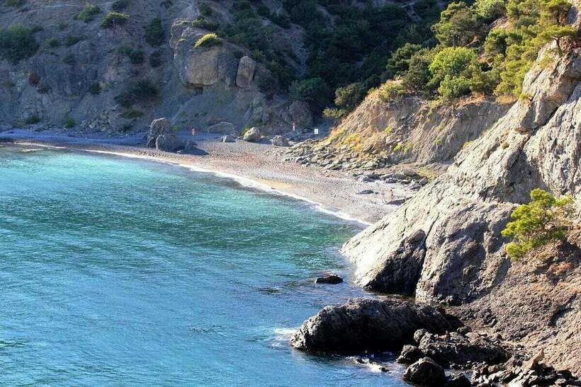 Царский пляж в бухте Голубая
