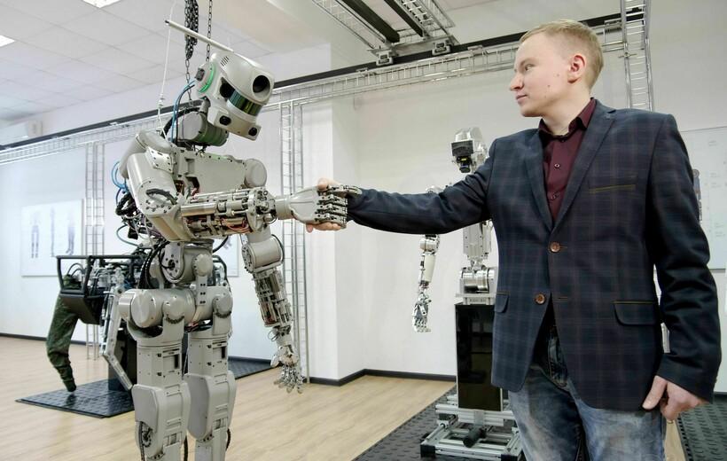 А вот роботы, похожие на людей, вызывают у нас меньше симпатий