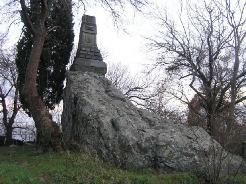 Памятник Н. А. Головкинскому