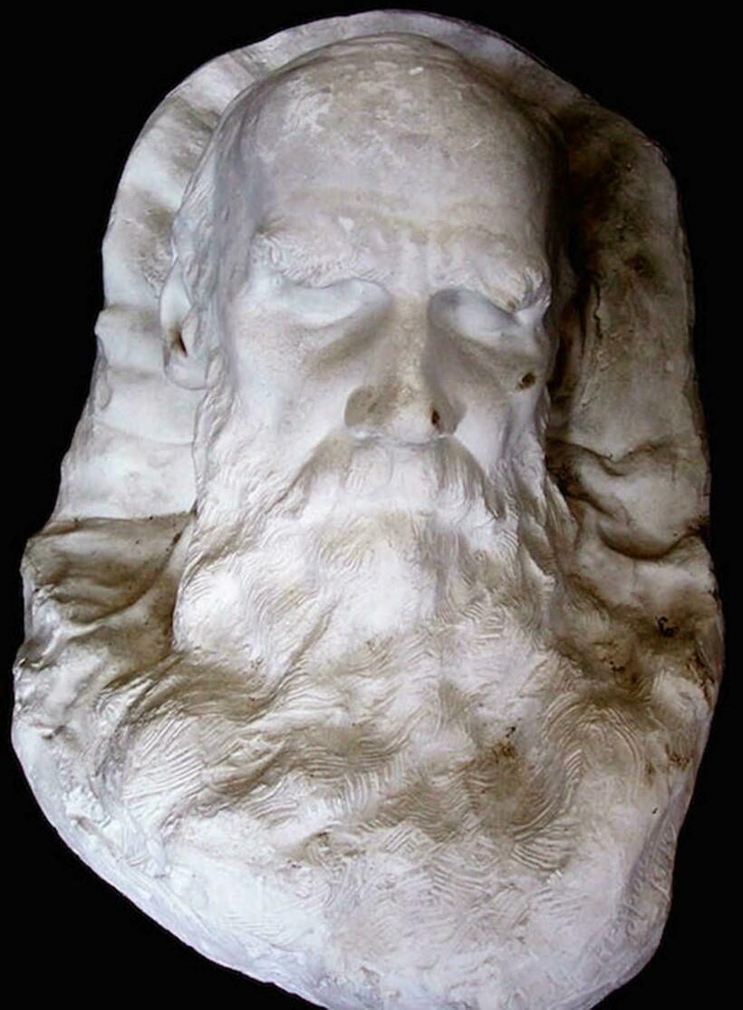 Слепок лица Льва Толстого (1828-1910)