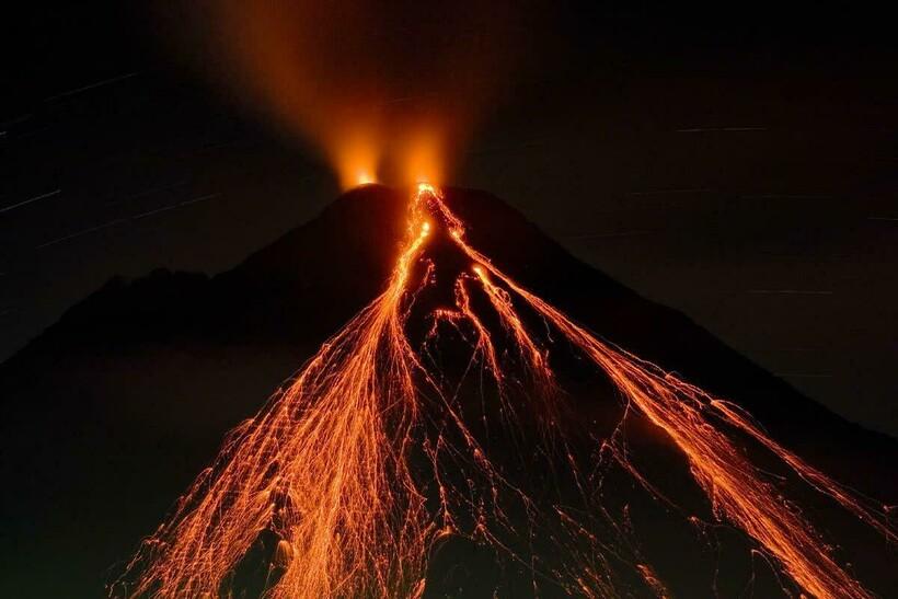 Земная лава распространяется не так быстро, как лава от ферровулканов