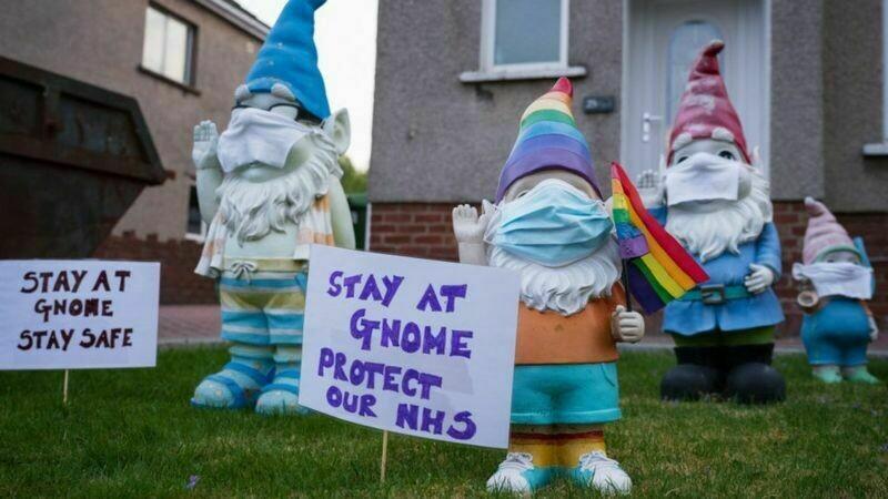 Гномы в Уэльсе призывают сидеть дома