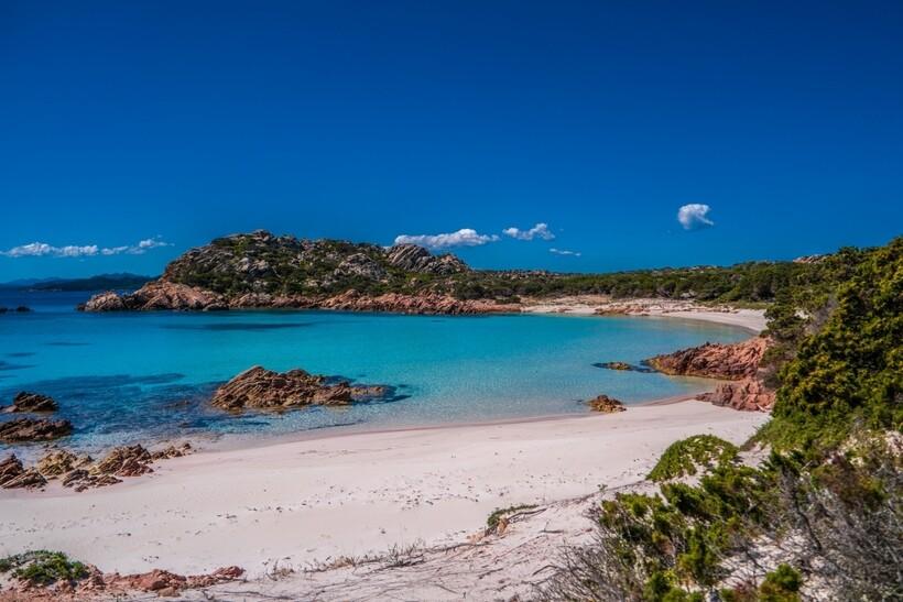 Остров Буделли находится недалеко от Сардинии