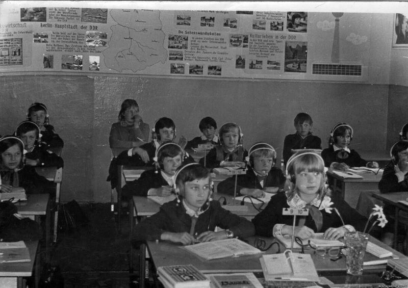 Гимназистам дореволюционной России и не снилось аудирование, чего не скажешь о советских школьниках
