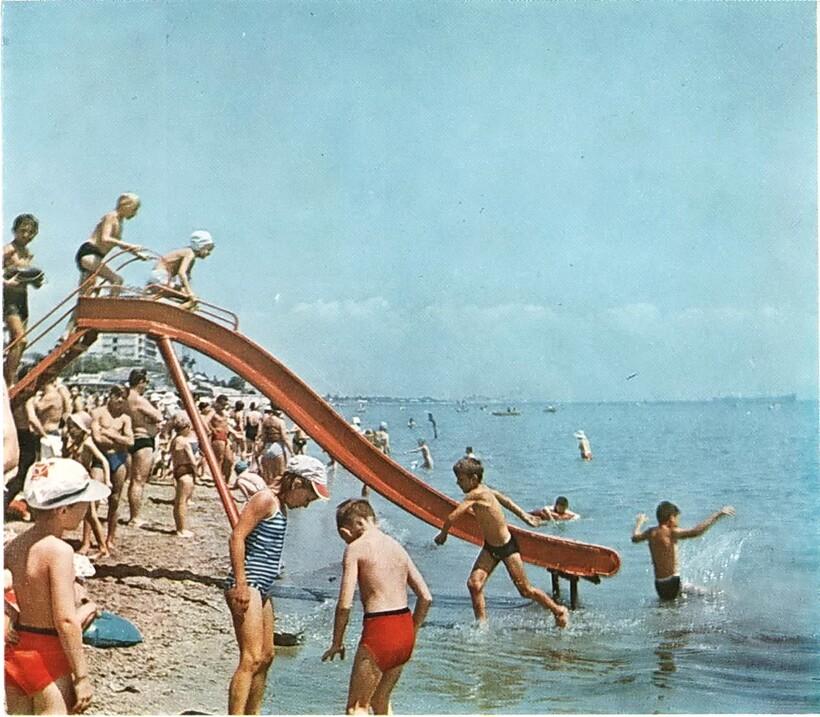 10 кадров, которые ярко описывают пляжный отдых в СССР