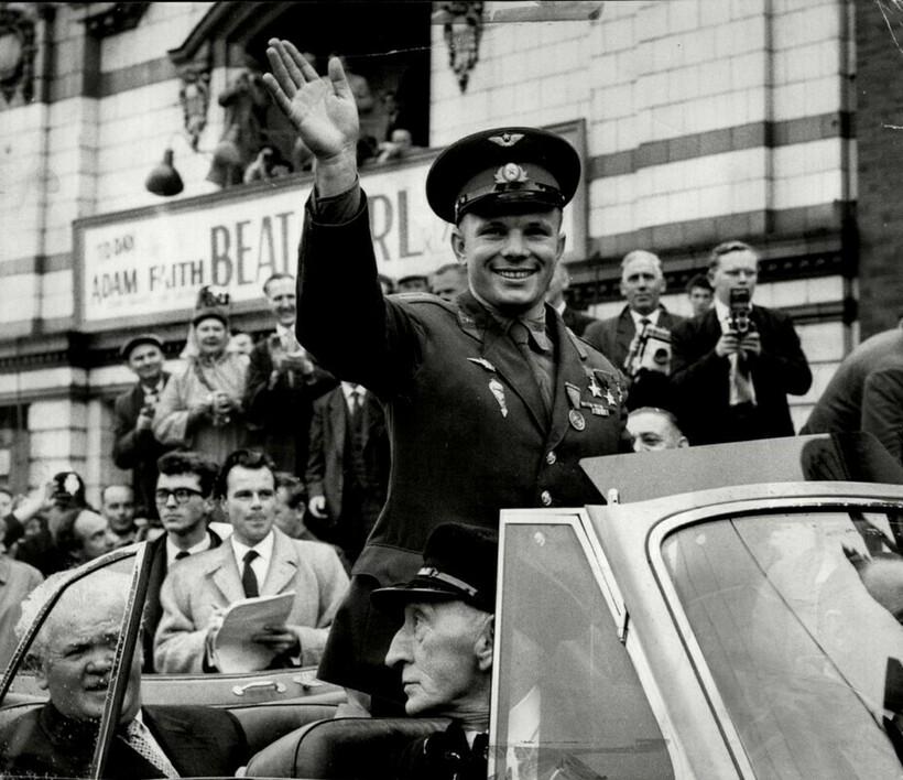 Позже во всем мире относились к Гагарину как к герою, совершенно заслуженно