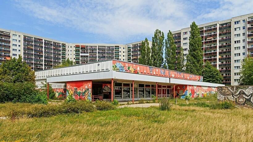 В Германии эти районы с «панельками» называются платенбау (Plattenbau)