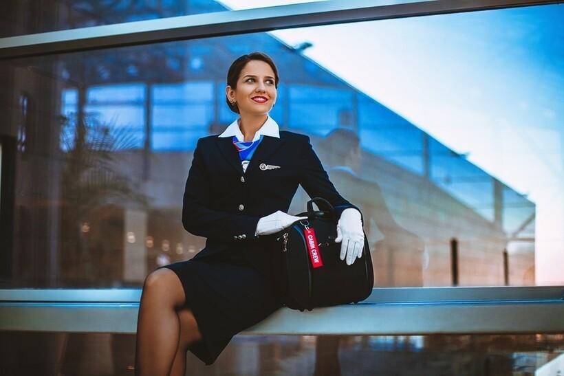 Оклад стюардесс зависит от множества условий