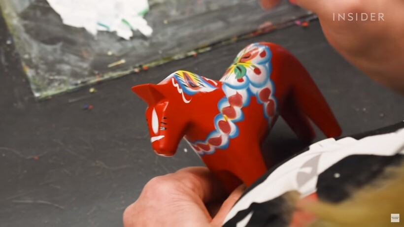 Видео: Почему деревянный конь — это национальная игрушка Швеции, и как ее делают