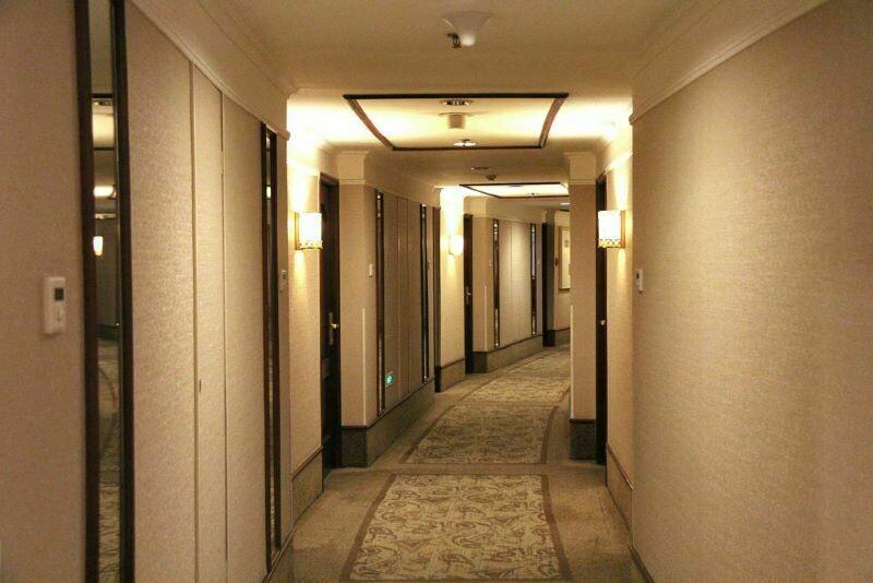 Могут ли поставить камеры в номерах отеля, и как выяснить, есть ли камера в номере