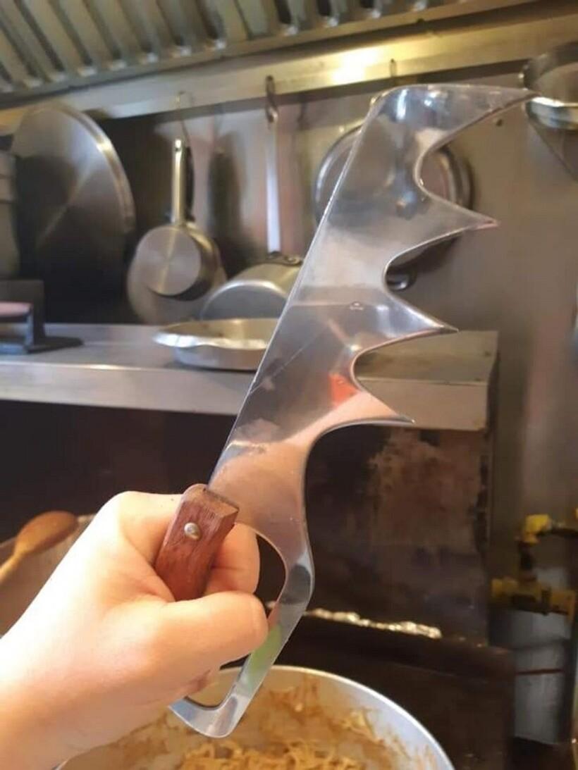 12 загадочных приборов для кухни, назначение которых подсказали знатоки из Сети