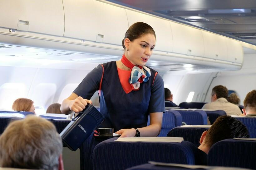 Стюардессы делают все возможное, чтобы процесс перелета прошел комфортно. Фото: nemihail/nemihail.livejournal.com