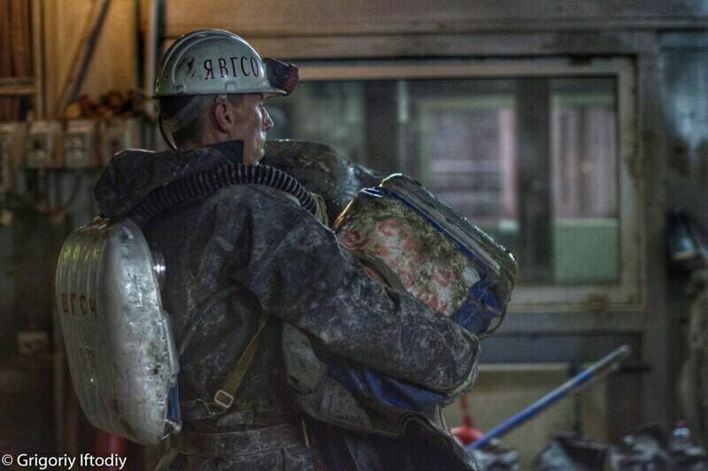 Спасательная операция после аварии. Фото: Grigotiy Iftodiy/yakutiamedia.ru
