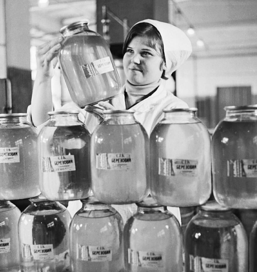 Сок в банках быстро стал популярен в СССР. Фото: barcaffe.ru