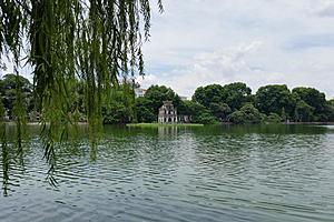 Озеро Возвращенного меча (озеро Хоан Кием)