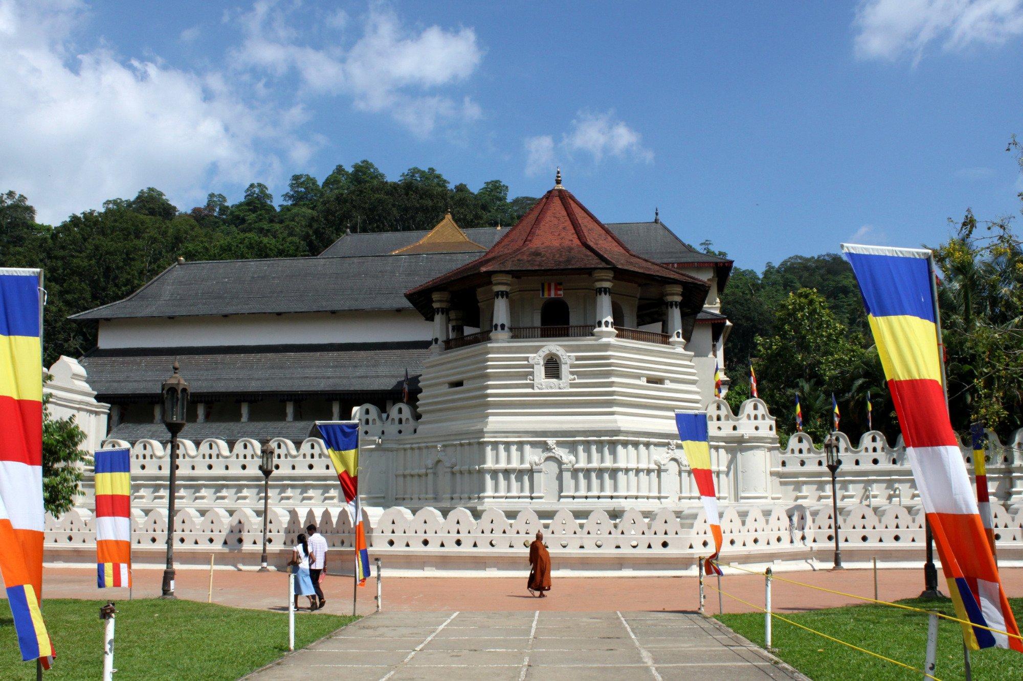 Храм Зуба Будды (Шри Далада Малигава)
