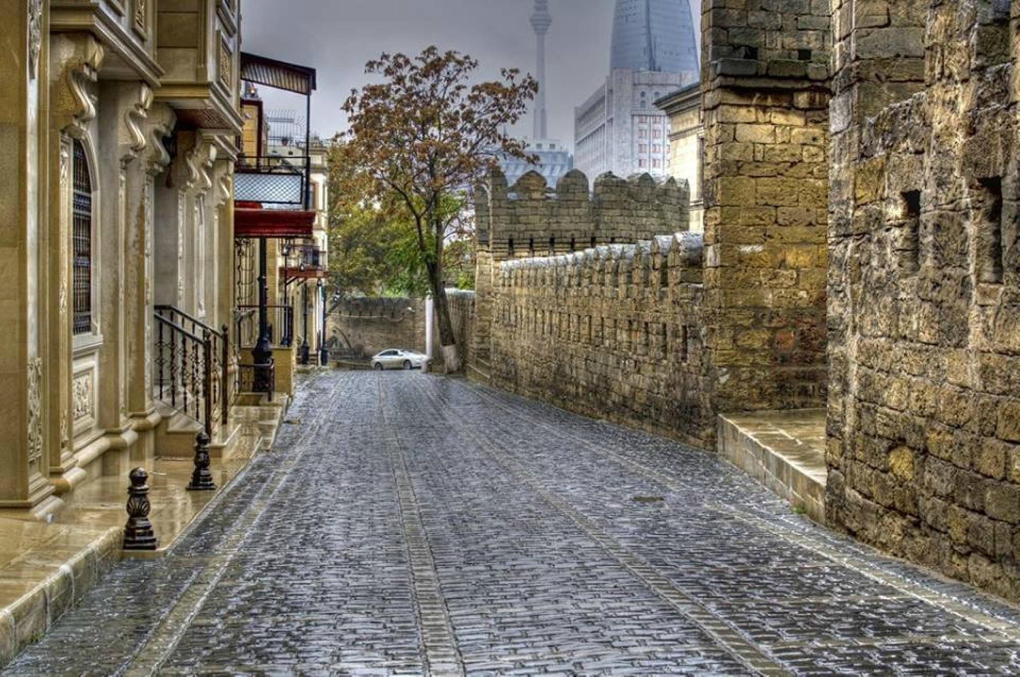 """Старый город в Баку (""""Ичери-шехер"""")"""
