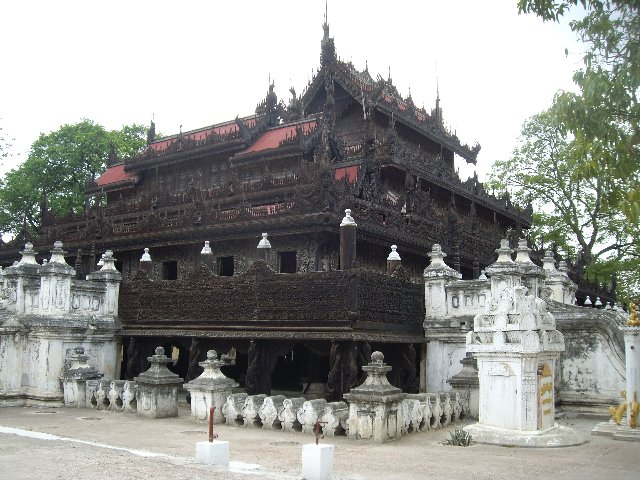 Монастырь Золотого Дворца (Швенандо Кьян)