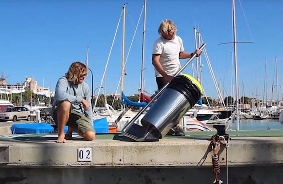 Австралийцы создали плавающее мусорное ведро, которое очищает океан