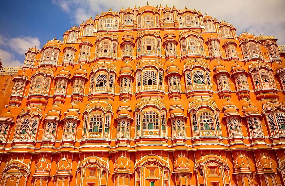 Дворец Ветров в Индии: гарем махараджи, в котором 950 окон и нет ни одной лестницы