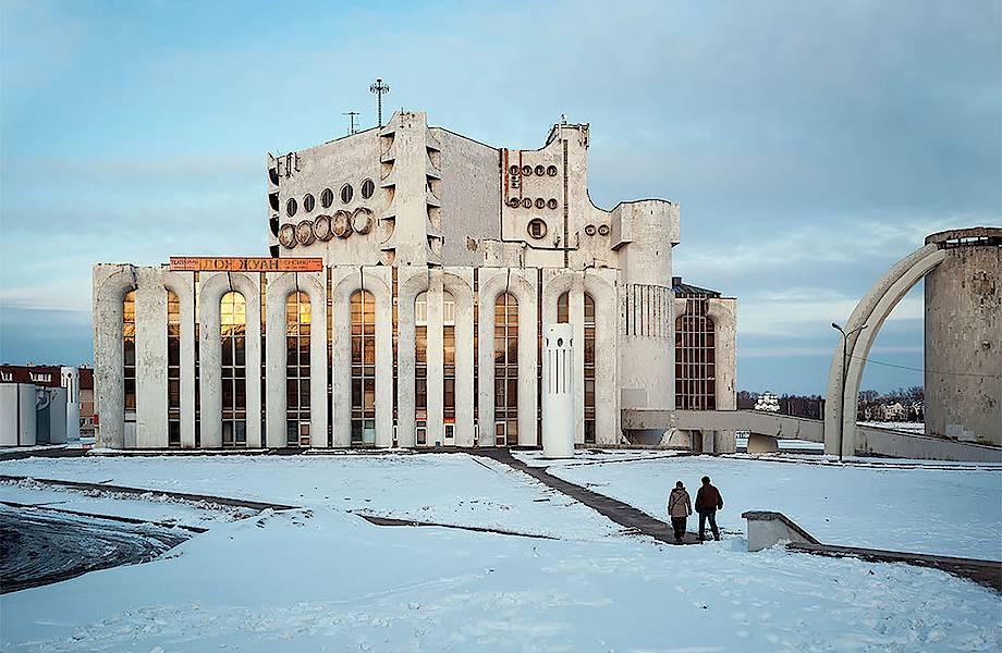 «Новгородский космический корабль»: брутальная красота театра им. Достоевского