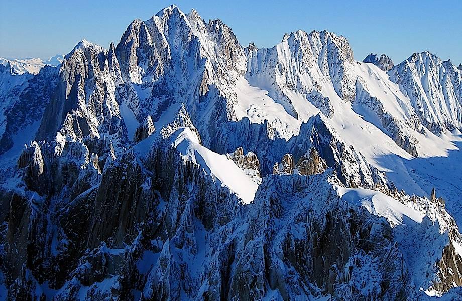Ледник в Альпах угрожает итальянской деревне и может сорваться в любой момент