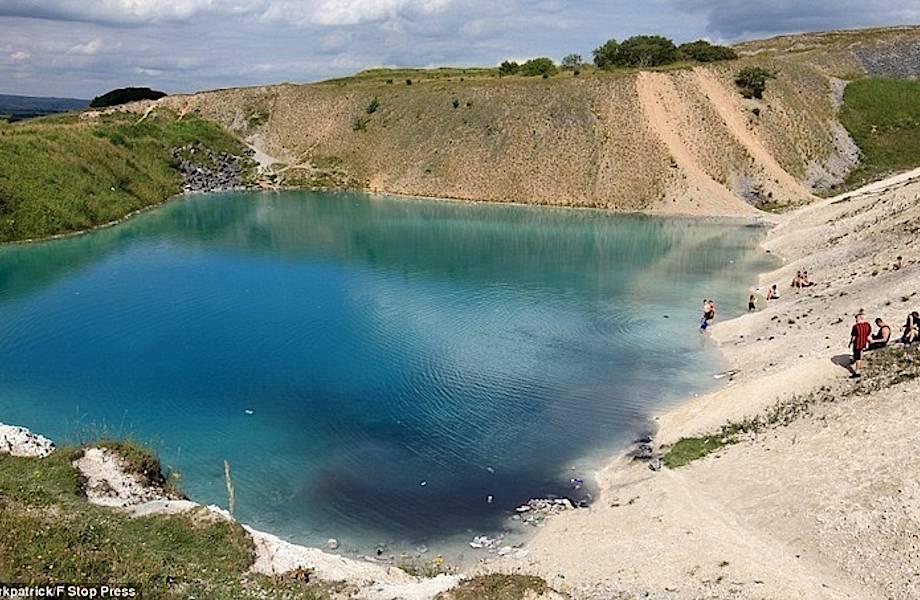 Голубая Лагуна Британии: ядовитый бирюзовый водоем, который ежегодно становится черным