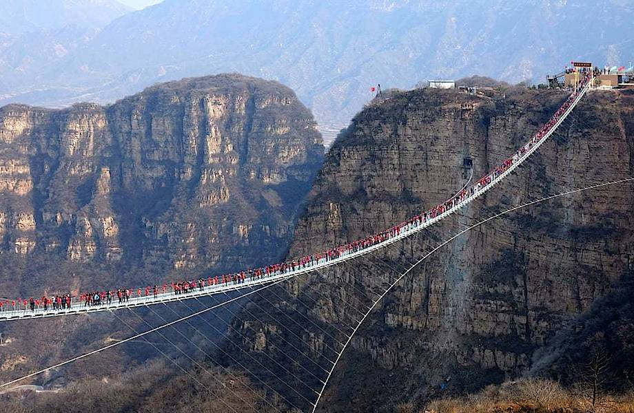 В Китае массово закрывают стеклянные мосты из-за нескольких несчастных случаев