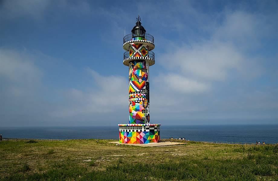 Искусство на берегу: художник превратил маяк в арт-объект