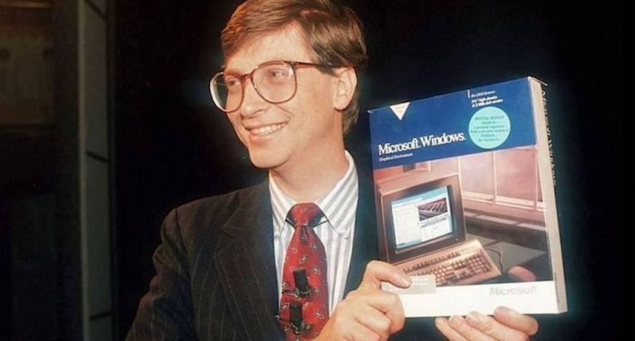 Фото дня: Билл Гейтс и первая операционка Windows