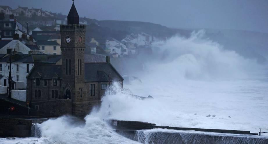 Фото дня: шторм в Корнуолле