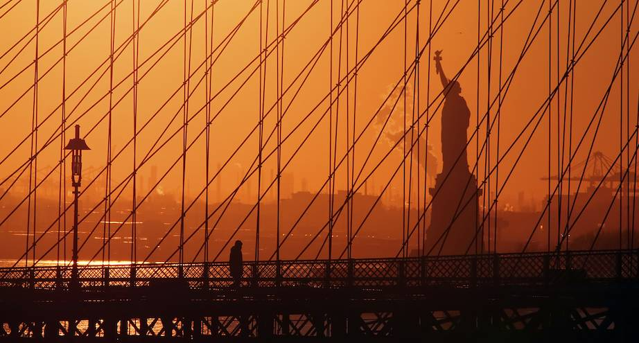 Фото дня: закат в Нью-Йорке