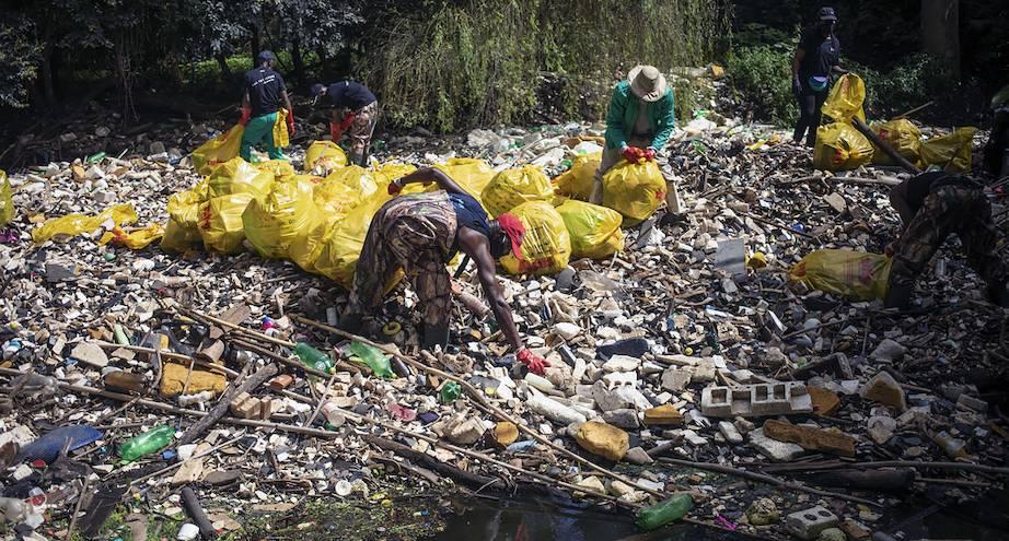 Фото дня: очистка реки Хеннопс в ЮАР