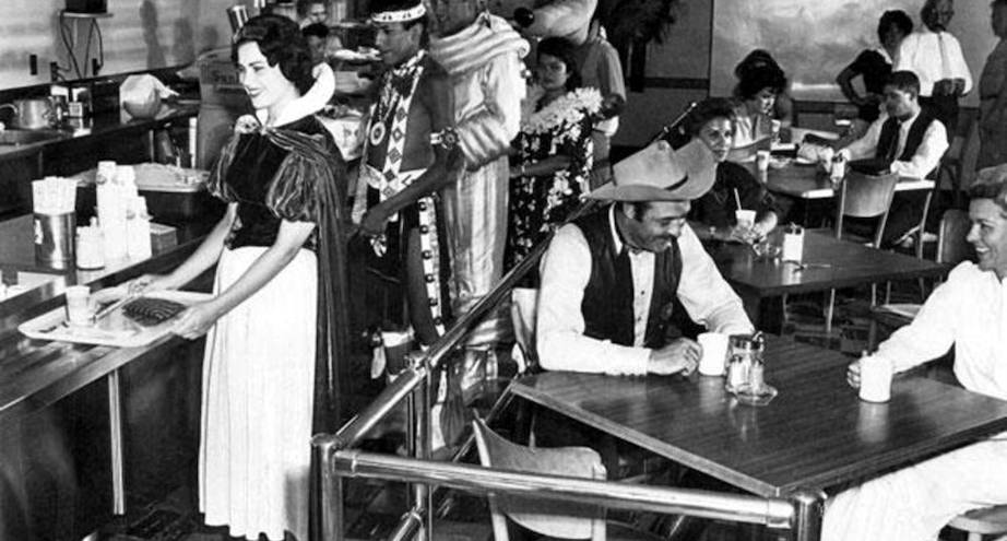 Фото дня: в кафе для сотрудников Диснейленда, 1961 год
