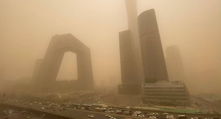 Фото дня: центр Пекина во время пыльной бури