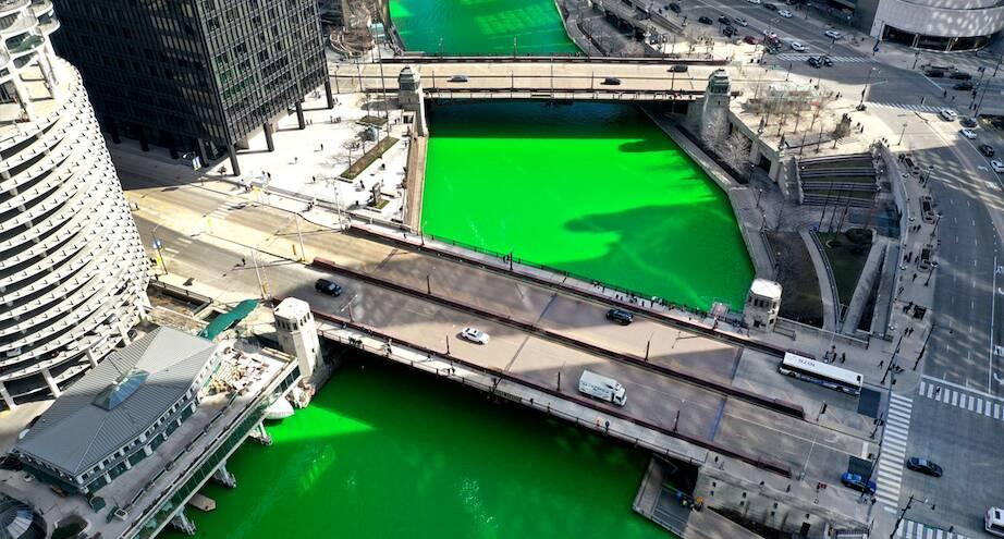 Фото дня: река в Чикаго в День святого Патрика