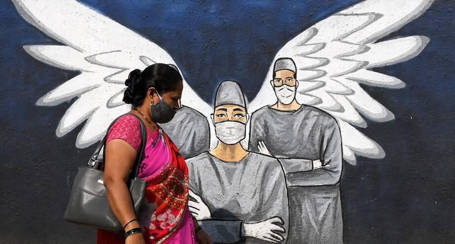 Фото дня: граффити на улицах Мумбаи