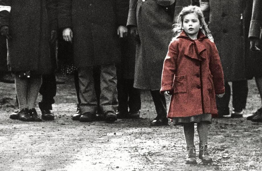 Настоящая судьба девочки в красном пальто, выжившей в гетто и ставшей героиней фильма