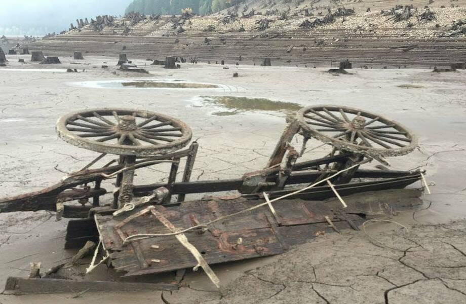 Видео: Какие любопытные находки обнаружились на дне высохшего озера Детройт