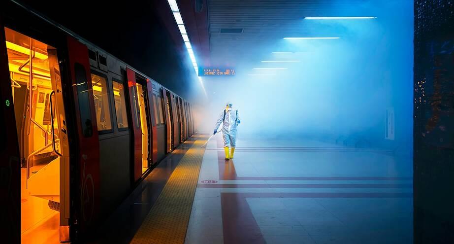 Фото дня: дезинфекция метро