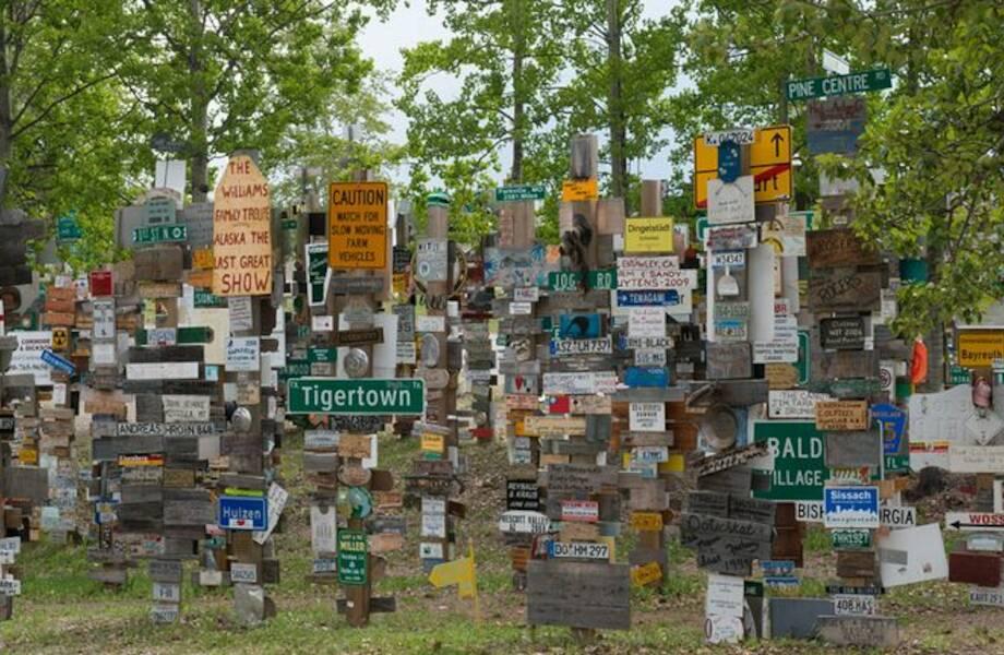 Где указатели врут: как посреди канадского леса появилось 100 тысяч дорожных знаков