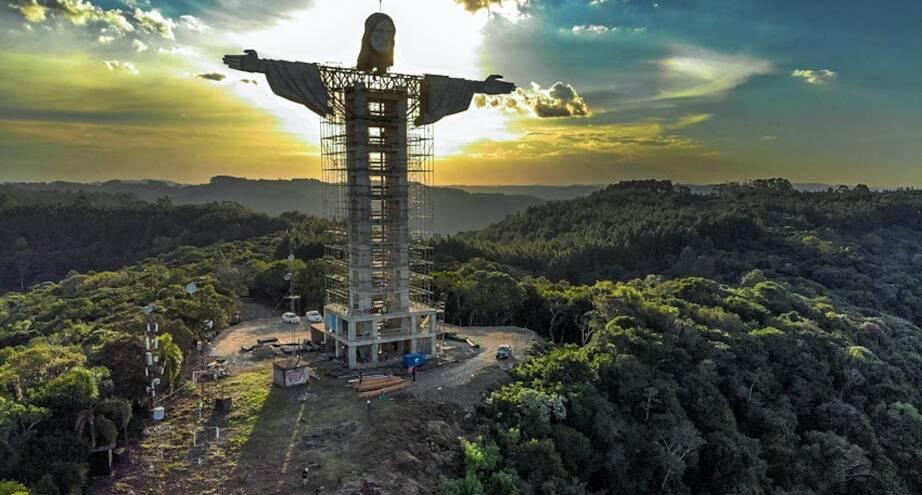 Фото дня: новая статуя Иисуса Христа в Бразилии