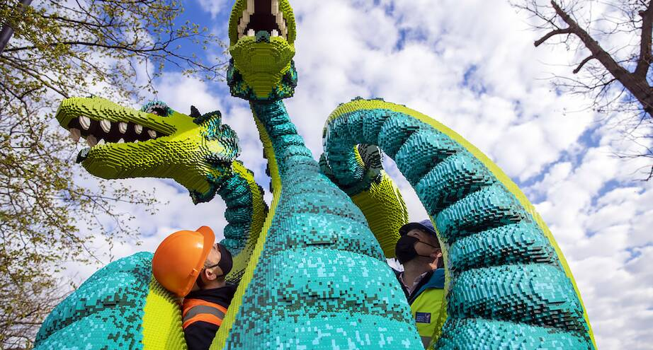 Фото дня: статуя из миллионов кубиков LEGO